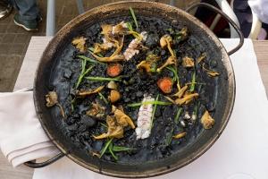 arròs negre amb galeres de la llotja de st. carles